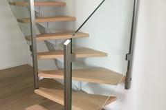 Stahltreppe.mit_.Holzstufen.2