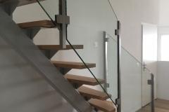Stahltreppe.mit_.Holzstufen.3