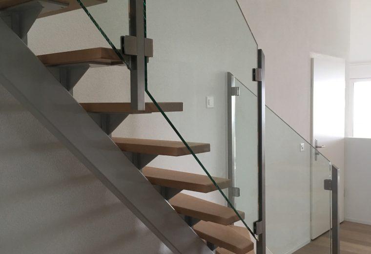 Stahltreppe.mit.Holzstufen.3